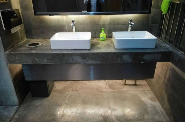 不锈钢洗手台挡板